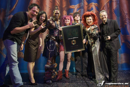das queen-musical räumt ab - Gold für das Cast-Album von We Will Rock You!